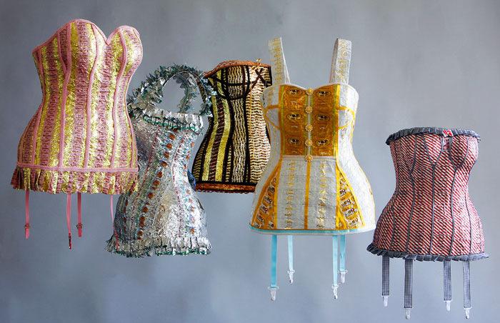 Как сделать платья из фантиков - Одежда для кукол своими руками. Мастер-класс: платье для