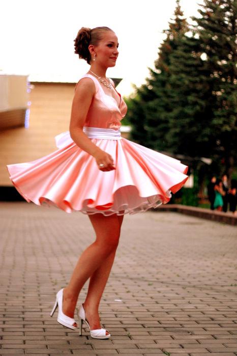 Под платьем у выпускниц