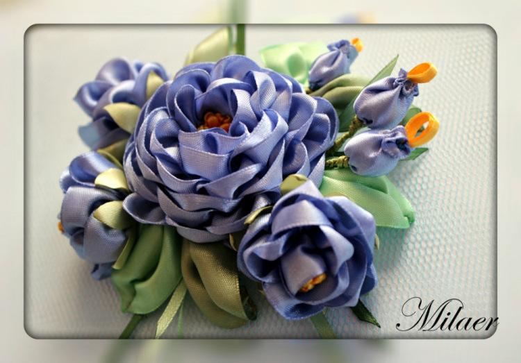 Брошь цветы из лент