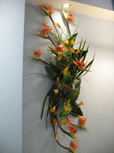 Экибана на стену из искусственных цветов своими руками 4