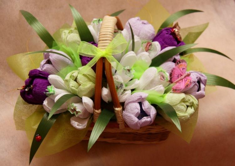 Цветы из конфет своими руками подснежники 13