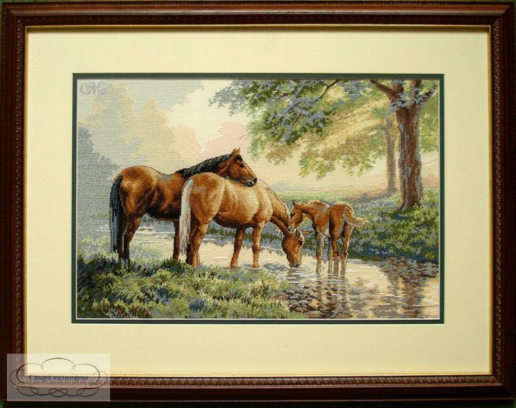 Вышивка крестом лошади у источника