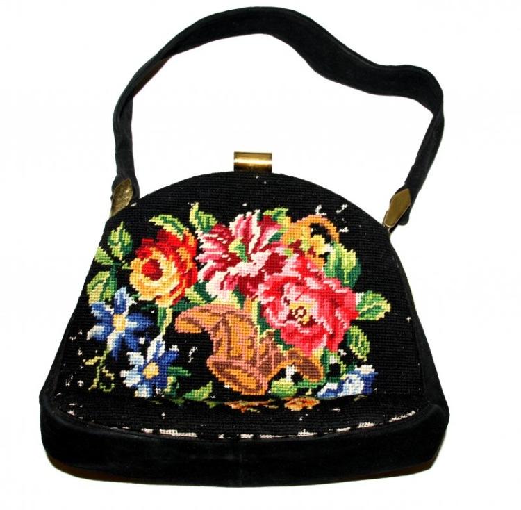 Чёрная сумка с вышивкой